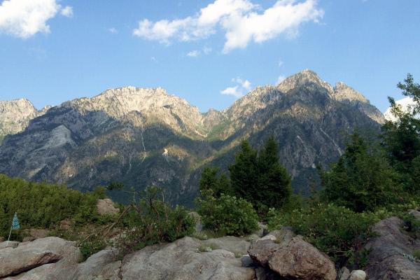Bild 1 von 2: Die im Norden gelegenen Albanischen Alpen, besser bekannt als \