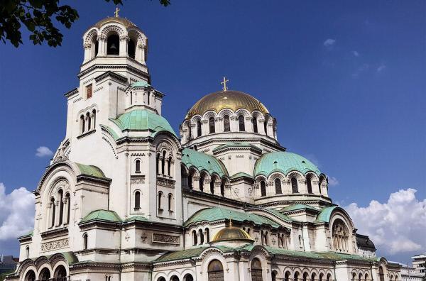 Bild 1 von 2: Die Alexander-Newski-Kathedrale in Sofia ist nur eines von vielen verschiedenen Gotteshäusern in der bulgarischen Hauptstadt, die für ihre religiöse Vielfalt und die Toleranz gegenüber Andersgläubigen bekannt ist.