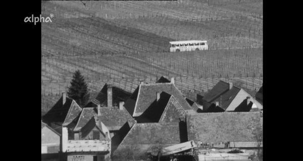 Bild 1 von 5: Generationswechsel auf dem Lande 1970 - Beispiel: das Winzerdorf Burrweiler bei Landau, hier fährt nur ein paar Mal täglich ein Bus.