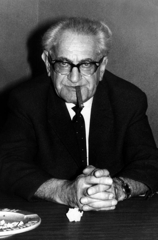 Bild 1 von 3: Fritz Bauer ist überzeugt, dass nur ein großer Auschwitzprozess in Deutschland ein Bewusstsein schaffen kann für den NS-Massenmord, der stattgefunden hat.