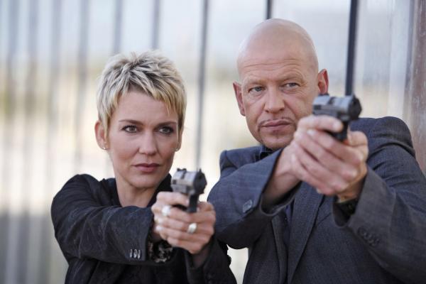 Bild 1 von 3: Die echten Kommissare Alexandra Rietz (l.) und Michael Naseband (r.) werden im Kampf gegen das Verbrechen täglich mit heiklen Aufgaben konfrontiert ...