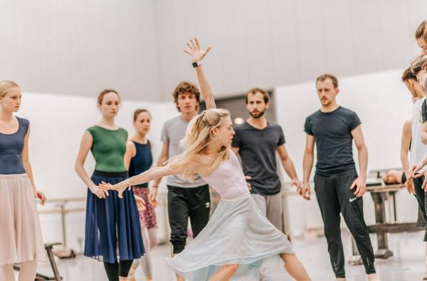 Bild 1 von 6: Die Tänzerin Constance Devernay vom Scottish Ballet