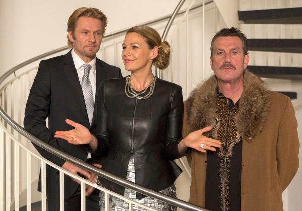 Bild 1 von 9: Die Galeristin Mika (Sophie Schütt) eröffnet mit ihrem Mann Philip (Thure Riefenstein, li.) eine Vernissage mit Werken des Künstlers Jo Taler (Kai Maertens, re.).