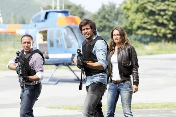 Bild 1 von 39: Semir (Erdogan Atalay, li.), Ben (Tom Beck) und Charlie (Sarah M. Besgen) können nicht verhindern, dass der Verbrecher mit einem Militär-LKW flieht...