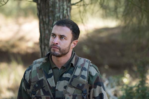 Bild 1 von 1: Antoine (Raphaël Lenglet ) ermittelt undercover und muss sich einem harten Training unterziehen.