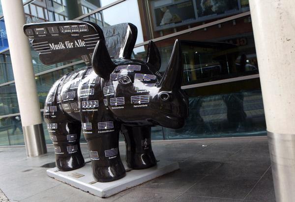 Bild 1 von 5: Mit dem geflügelten Nashorn macht das Konzerthaus Dortmund auf sich aufmerksam und wirbt auch für junge Konzertbesucher.