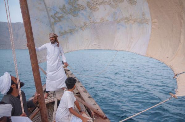 Bild 1 von 4: Auf den Booten der Kumzaren haben rund zwölf Männer Platz. Sie fahren auf ihnen zum Fischfang.