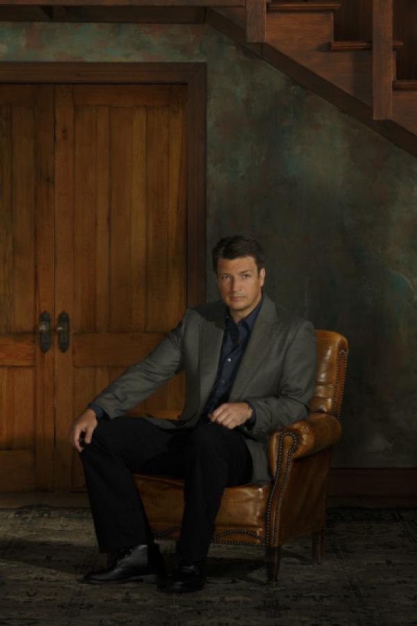 Bild 1 von 25: (6. Staffel) - Castle (Nathan Fillion) kann mitunter etwas unreif sein, aber wenn es die Situation erfordert, ist auf ihn Verlass!