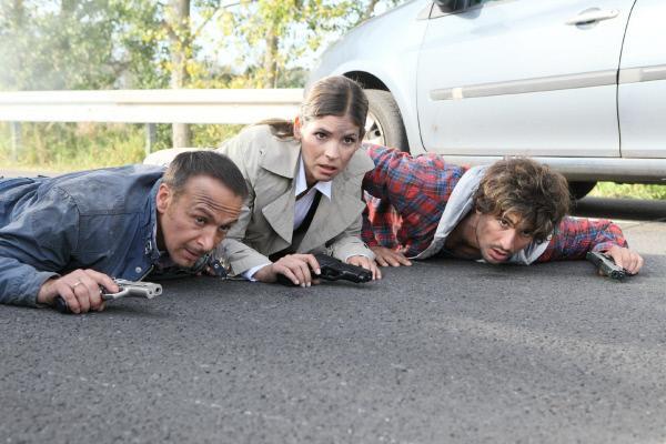 Bild 1 von 36: Auf der Autobahn geraten (v.l.) Semir (Erdogan Atalay), Krüger (Katja Woywood) und Ben (Tom Beck) in einen brutalen Überfall auf einen Sicherheitstransporter.