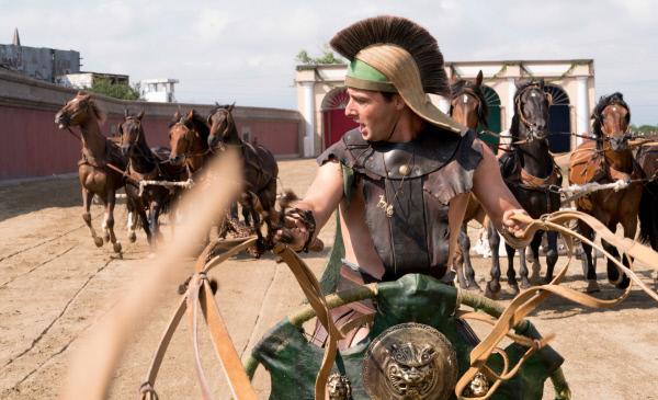 Bild 1 von 8: Spielszene: Scorpus (Georgi Gotsin) beim Wagenrennen.