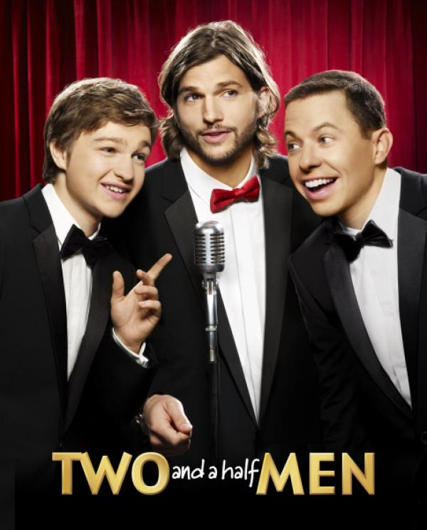 Bild 1 von 23: (9. Staffel) - Two and a Half Men: Walden Schmidt (Ashton Kutcher, M.), Alan (Jon Cryer, r.) und Jake Harper (August T. Jones, l.) ...