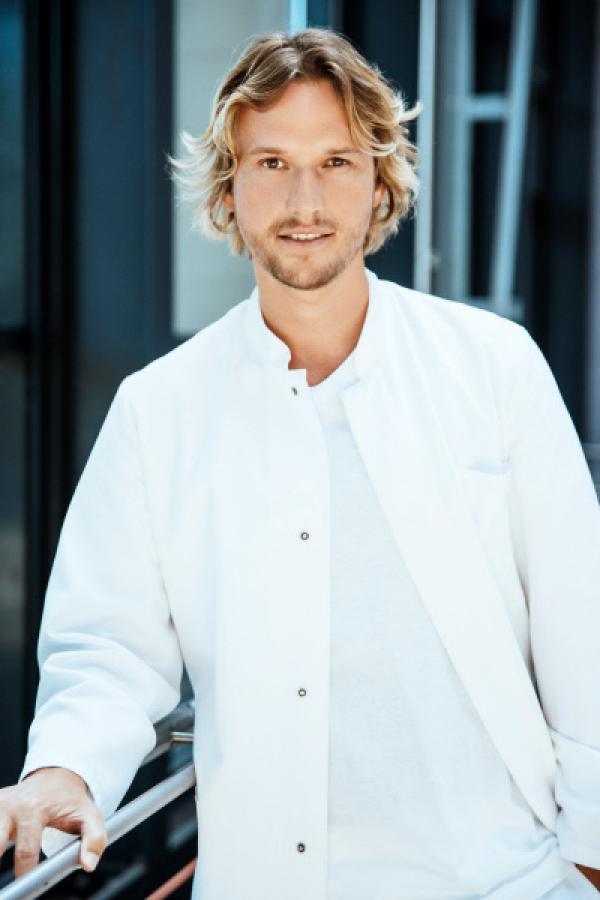 Bild 1 von 11: Christopher Kohn spielt Dr. Finn Albrecht