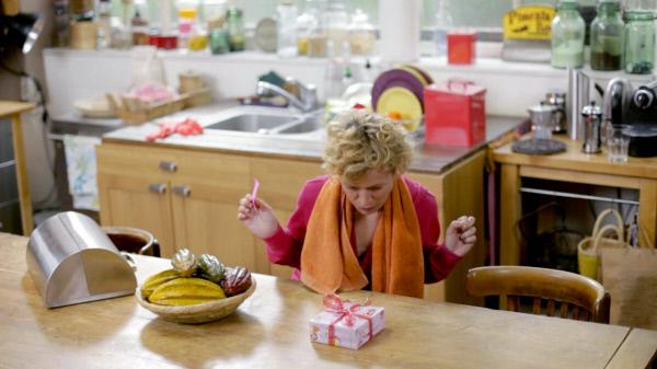 Bild 1 von 1: Isabell ist enttäuscht, denn Barbara hat scheinbar den Muttertag vergessen.