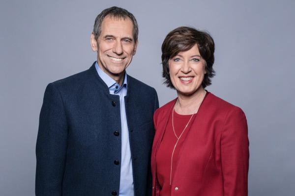 Bild 1 von 2: Die Moderatoren Christoph Deumling und Ursula Heller.