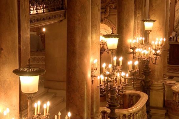 Bild 1 von 5: Innenansicht der Opéra Garnier in Paris, die seit der Eröffnung der Opéra Bastille im Jahre 1989 hauptsächlich für Aufführungen des hauseigenen Tanzensembles Ballet de l'?Opéra de Paris genutzt wird