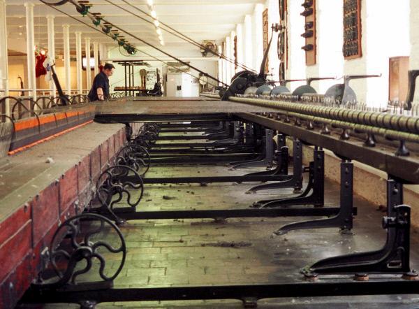 Bild 1 von 4: Innenansicht einer Baumwollspinnerei.