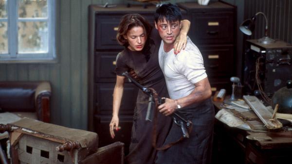 Bild 1 von 6: Der Amerikaner O'Rourke (Matt LeBlanc) versucht mit der deutschen Antifaschistin Romy (Nicolette Krebitz) zu flüchten.