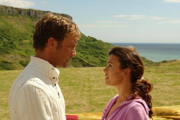 Bild 1 von 12: Nicolas (Patrik Fichte) und Julia (Jeanne Tremsal) in \