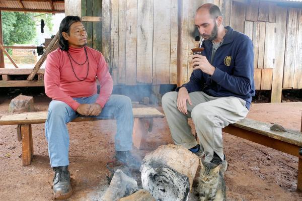 Bild 1 von 5: Der Landarzt Javier Allara betreut mehrere Indio-Gemeinschaften im Norden Argentiniens. Von ihnen lässt er sich in die Heilkräfte des Mate-Tees einweihen.