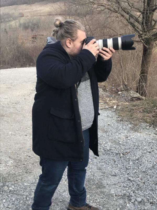 Bild 1 von 15: Alvin ist in Bosnien als Fotograf sehr erfolgreich; er denkt trotzdem ans Auswandern.