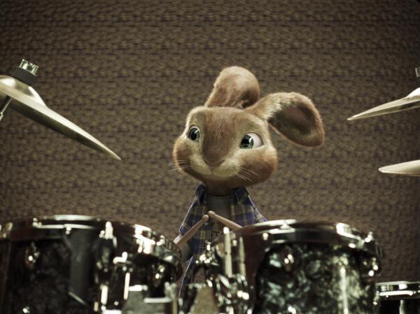 Bild 1 von 15: E.B. hat es auf der Flucht vor seinen Pflichten von der Osterinsel nach L.A. verschlagen, wo er auf eine Karriere als Drummer hofft.