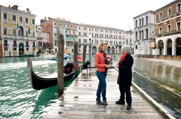 Bild 1 von 5: Ute Brucker (li.) und Donna Leon (re.) in Venedig.