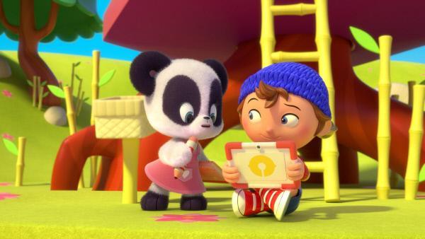 Bild 1 von 18: Noddy (r.) bringt seiner Freundin Mi-Mi ihr Buch zurück und zusammen entdecken sie einen weiteren Hinweis.