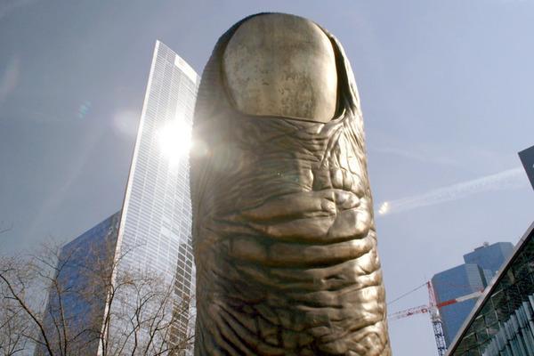 Bild 1 von 5: International berühmt werden die bildhauerischen Objekte des Künstlers César Baldaccini, einer der bedeutendsten Künstler des \
