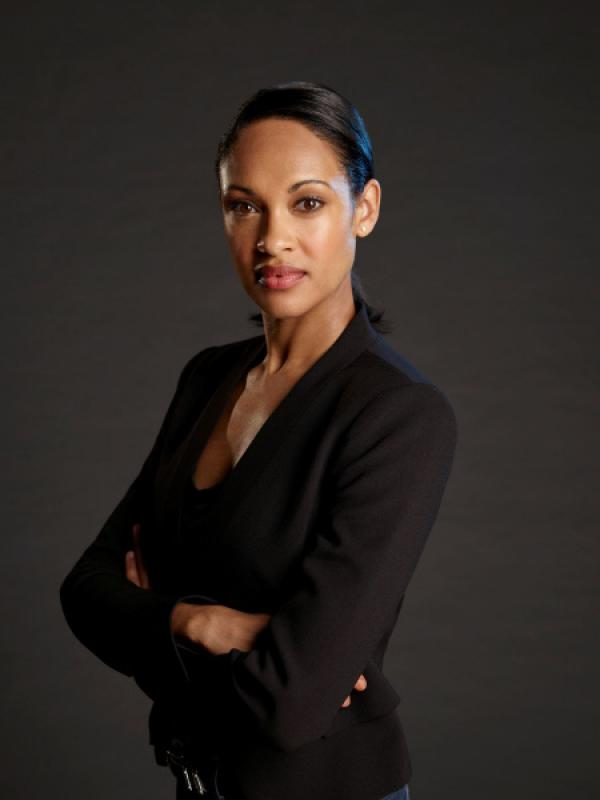 Bild 1 von 5: SHOOTER -- Season:1 -- Pictured: Cynthia Addai-Robinson as Agent Nadine Memphis -- (Photo by: Joseph Viles/USA Network)