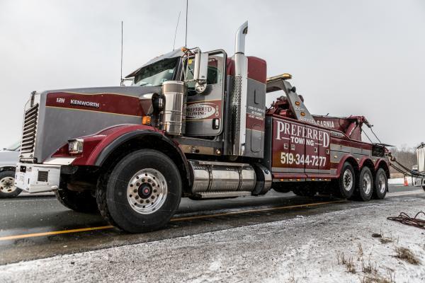 Bild 1 von 5: (3. Staffel) - Highway Heroes Canada - Einsatz auf dem 401