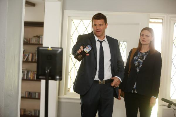 Bild 1 von 6: Booth (David Boreanaz) und Brennan (Emily Deschanel) versuchen herauszufinden, wer den Millionär und Spieleentwickler Robertson auf dem Gewissen hat.