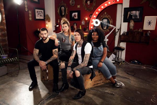 Bild 1 von 8: (3. Staffel) - In ihr Tattoo Studio kommen einige Menschen mit seltsamen und vor allem hässlichen Tattoos: (v.l.n.r.) Jay, Alice, Sketch und Paisley ...