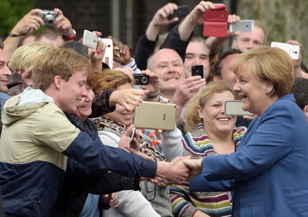 Bild 1 von 1: Eine Kanzlerin zum Anfassen: 16 Jahre lang hat Angela Merkel das Land regiert. Vom Sommermärchen bis zur Corona-Krise - viele Ereignisse haben diese Zeit geprägt.