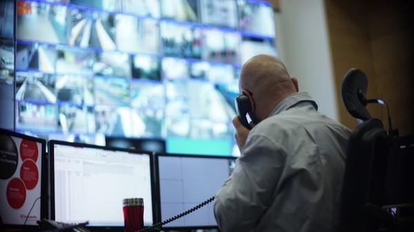 Bild 1 von 8: Die Schaltzentrale. Hier laufen die Bilder sämtlicher Überwachungskameras zusammen.