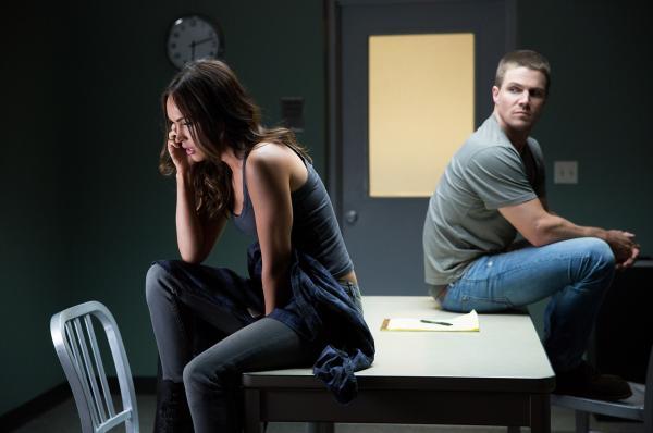 Bild 1 von 12: Schließen sich mit den Ninja Turtles zusammen, um den bösen Shredder zu bekämpfen: April (Megan Fox, l.) und Casey (Stephen Amell, r.) ...