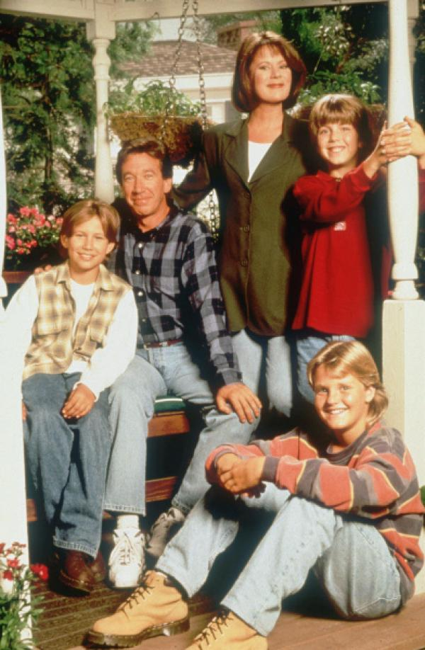 Bild 1 von 2: Randy (Jonathan Taylor Thomas), Tim (Tim Allen), Jill (Patricia Richardson), Mark (Taran Noah Smith) und Bradley (Zachery Ty Bryan).