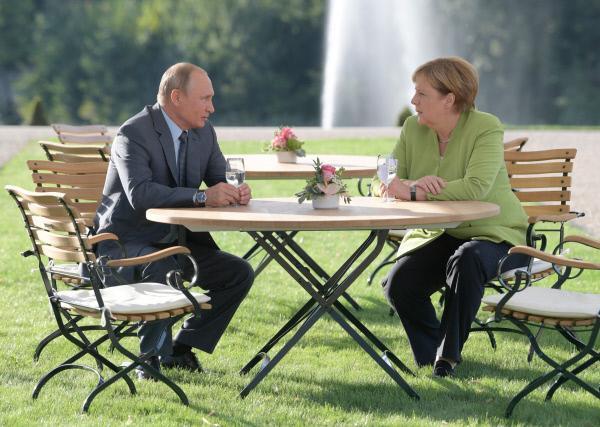 Bild 1 von 4: Angela Merkel und Wladimir Putin werden wohl keine Freunde mehr. Ihr Verhältnis gilt als zerrüttet. Teilen die Deutschen ihre Vorbehalte gegen den russischen Präsidenten?