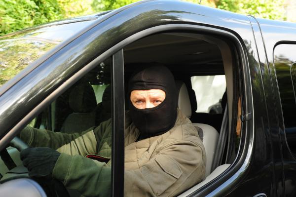 Bild 1 von 15: Der Entführer Frank Endert (Matthias Buss) beobachtet sein Opfer.