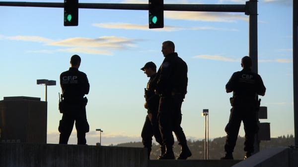 Bild 1 von 1: Der Beruf als Grenzpolizist bedeutet ein Leben am Limit ...