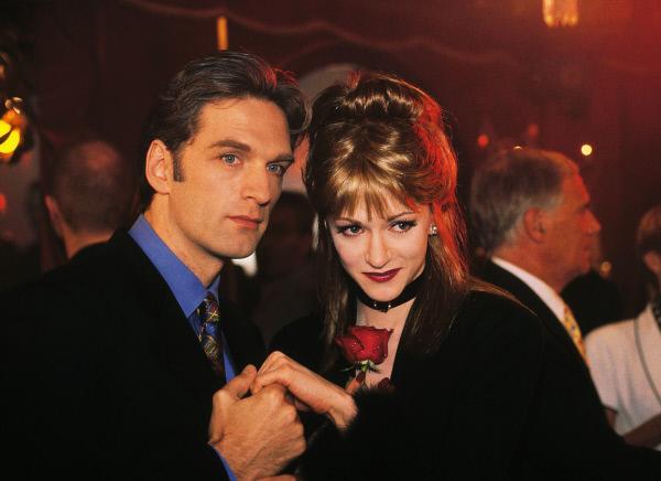 Bild 1 von 12: Dr. Schmidt (Walter Sittler) ist begeistert von der erotischen Ausstrahlung seiner neuen Bekanntschaft Francesca (Alexander Schatzlmayer). Aber der Schein trügt...