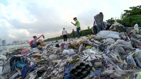 Bild 1 von 5: Wissenschaftler schätzen, dass etwa zwölf Milliarden Tonnen Plastikmüll im Jahr 2050 in den Ozeanen treibt.