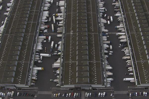 Bild 1 von 5: Vom Großmarkt Rungis aus starten morgens unzählige Lastwagen.