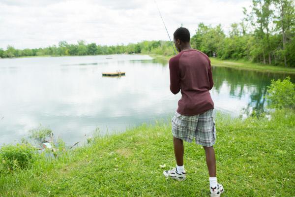 Bild 1 von 5: Was für ein Schock! Beim Angeln am Terry See in Pontiac, Michigan, macht ein 12-jähriger Junge eine grausige Entdeckung. An seiner Angel hängt die Leiche der dreifachen Mutter Rhonda Ransom Lee ...