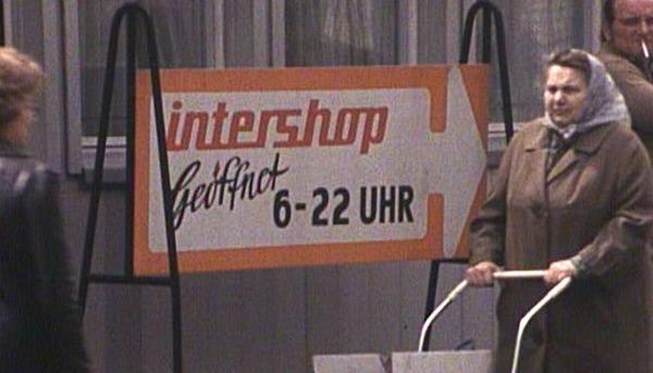 Bild 1 von 2: Intershop: ein Hauch der westlichen Warenwelt in Ost-Berlin