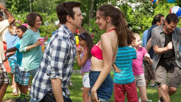 Bild 1 von 4: Jake (Jason Sudeikis) und Lainey (Alison Brie)