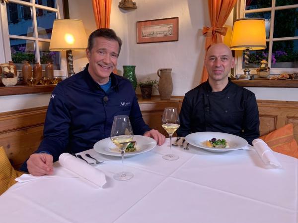 Bild 1 von 1: Deutsch-französische Freundschaft: Alexander und Christian probieren ihre Gerichte.