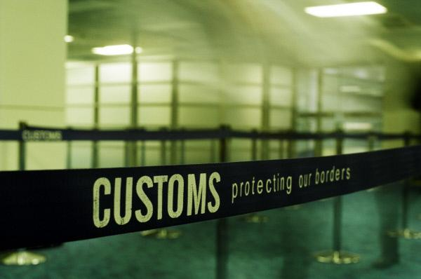Bild 1 von 16: Tausende von Männern und Frauen widmen ihr Leben dem Schutz der australischen Grenze. Als Grenzbeamte stoßen sie bei ihrer Arbeit gegen Terrorismus, Schmuggel, illegale Einwanderer, Menschen- und Drogenhandel zum Teil auf äußerst kuriose Fälle ...