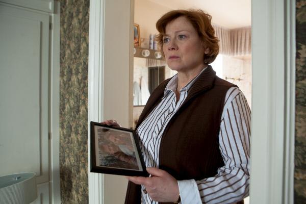 Bild 1 von 15: Marion Köhler (Imogen Kogge) macht sich Sorgen um ihren Sohn, der im Afghanistaneinsatz ein Bein verloren hat.