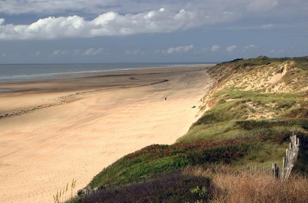Bild 1 von 4: Der französische Schriftsteller Jules Barbey d'Aurevilly wuchs Anfang des 19. Jahrhunderts auf der ländlich geprägten Normandie-Halbinsel Cotentin auf.