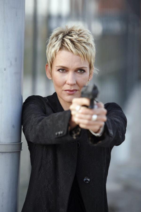 Bild 1 von 9: Kommissarin Alexandra Rietz blickt der Gefahr furchtlos ins Auge ...